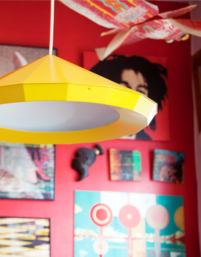 Стулья, столы, лампы, посуда, ткани, постеры – все товары серии ИКЕА ПС 2012 отражают современные тенденции скандинавского дизайна для дома и при этом практичны и удобны для повседневного использования.