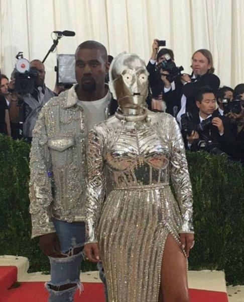 Ким Кардашьян сравнили с дроидом C-3PO