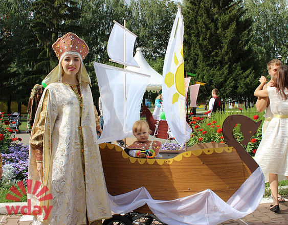 Вероника и Александр Стасенок, Парад колясок в Екатеринбурге 2016, фото