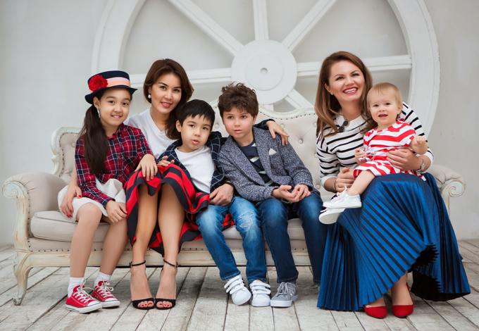 Юлия Федоришина и Ойгуль Мусаханова с детьми