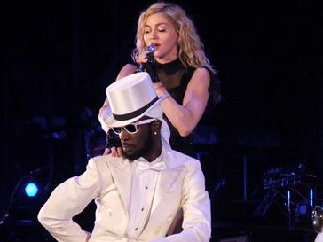 Мадонна во время своего выступления