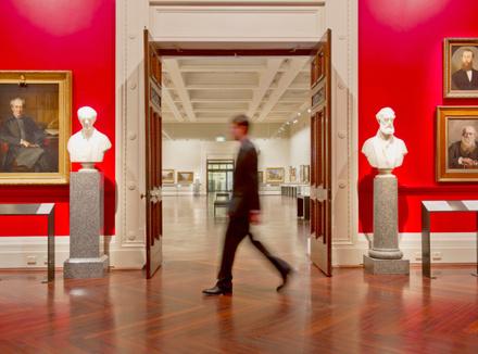Человек в музее