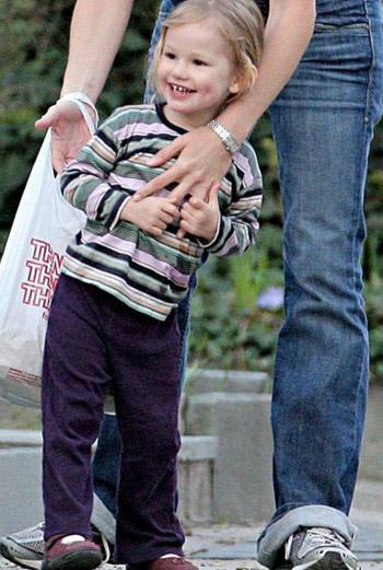 Виолет, дочь Бена Аффлека и Дженнифер Гарнер.