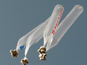 Воздушные шары с агитационными листовками