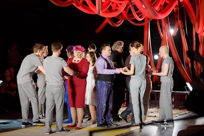 Алиса Фрейндлих сыграет спектакль со слепыми и глухими актерами