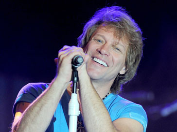 Джон Бон Джови (John Bon Jovi) выразил свое сожаление, что молодое поколение больше не имеет возможности наслаждаться покупкой новой пластинки