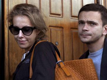 Ксения Собчак не может выехать за границу после обыска в ее квартире