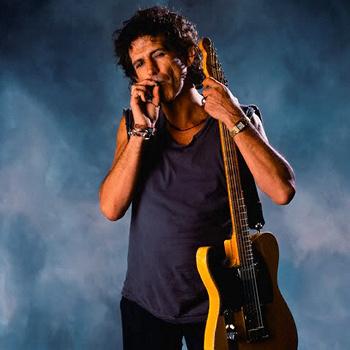 Из-за скандальной выходки музыканта Rolling Stones телевизоры в отелях стали намертво прикручивать к полкам.