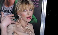 Кортни Лав обнажила грудь на театральной премьере