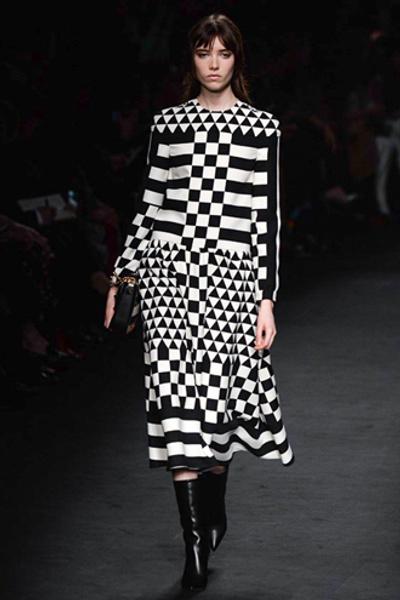 Неделя моды в Париже: показ Valentino ready-to-wear осень — зима 2015-2016 | галерея [1] фото [49]