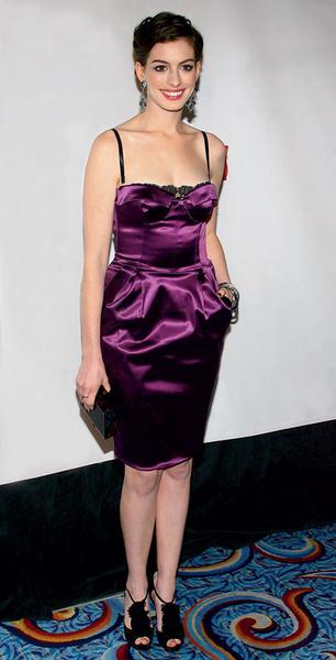 Энн Хэтэуэй в Dolce & Gabbana.