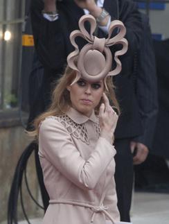 Принцессу Беатрис на свадьбе обсуждали не меньше Кейт Миддлтон.