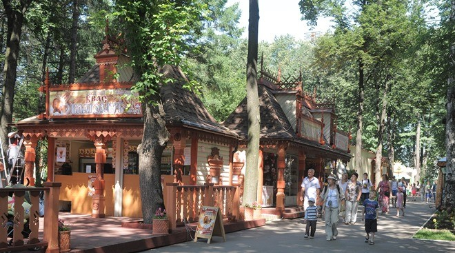 На «Русской улице» много сувениров