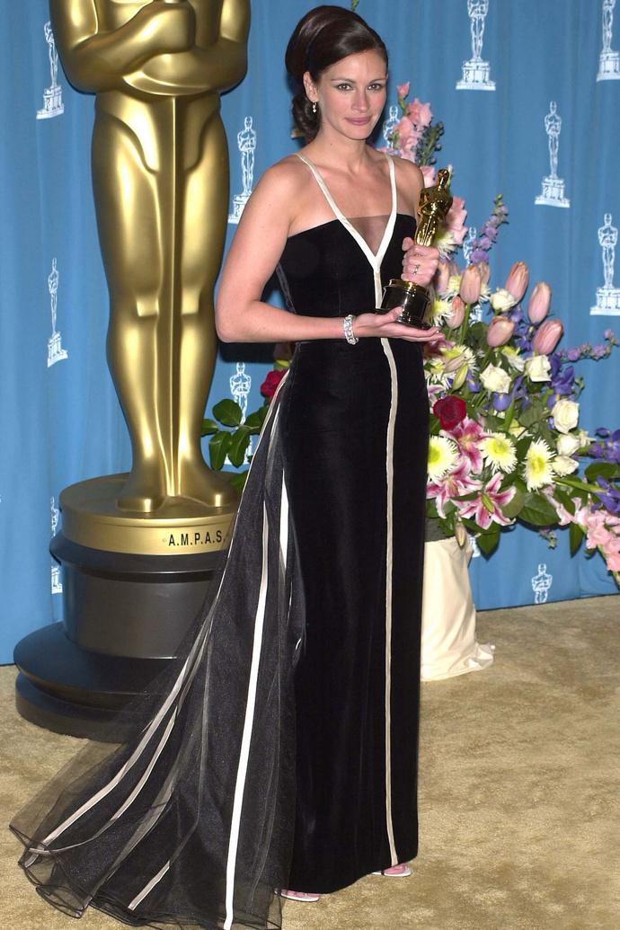 3. Джулия Робертс в Valentino (2001)