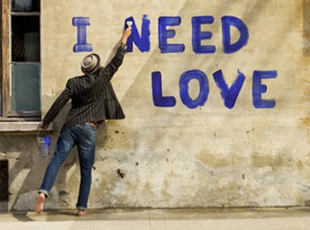 Недостаток базовой любви и уважения к себе мешает нам принимать любовь от других