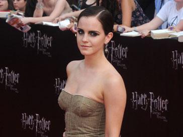 Эмма Уотcон (Emma Watson) провела выходные с родителями и бойфрендом