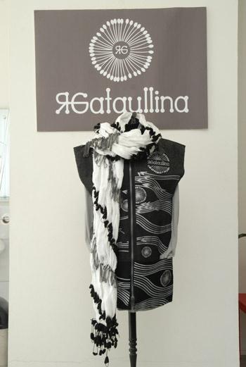 Объемные шарфы, предложенные Гатауллиной на осень-зима, станут настоящей находкой для тех, кто не видит своего образа без этого аксессуара.