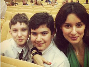 Тина Канделаки с друзьями сына Леонтия