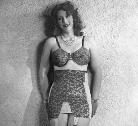 Бюстгальтер со вставками, 1940 год