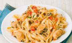 Ужин по-итальянски: паста с курицей и грибами в сливочном соусе