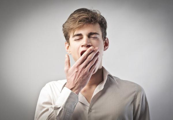 Почему человек зевает? Видео