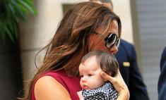 Виктория Бекхэм устроила шопинг вместе с новорожденной дочкой