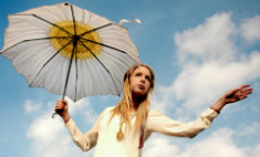 Красота и сбоку зонтик: что модно в Петербурге