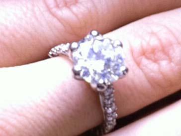 Невеста Хефнера показала кольцо