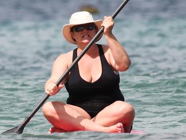 Пока адвокаты ведут судебное разбирательство, Кили Броснан пытается поправить здоровье, занимаясь спортом