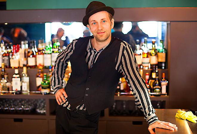 Билли Новик, бар The Hat