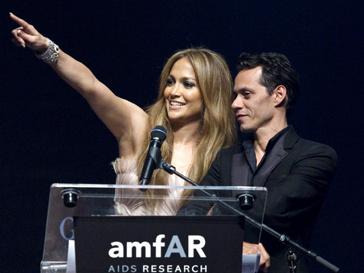 """Еще недавно казалось, что Дженнифер Лопес и марк Энтони """"смотрят в одну сторону"""", но пара заявила о разрыве."""