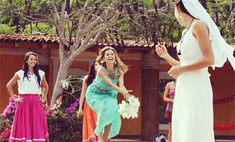Виктория Боня поймала букет невесты