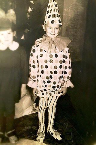 Детские фото известных волгоградцев в костюмах Снежинок и Зайчиков