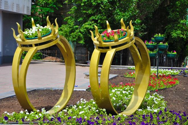 Обручальные кольца скульптура