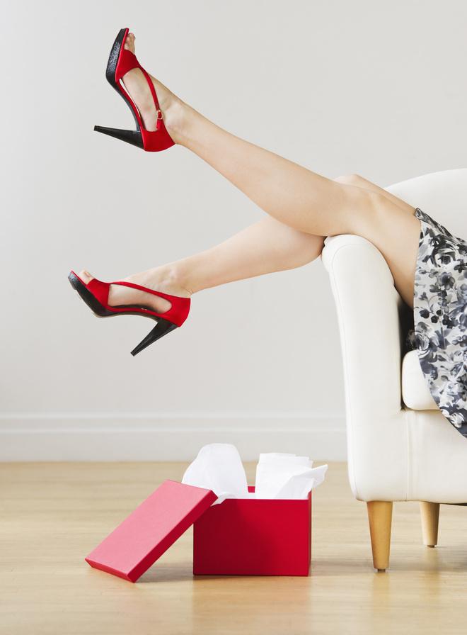 обувь красит ноги что делать