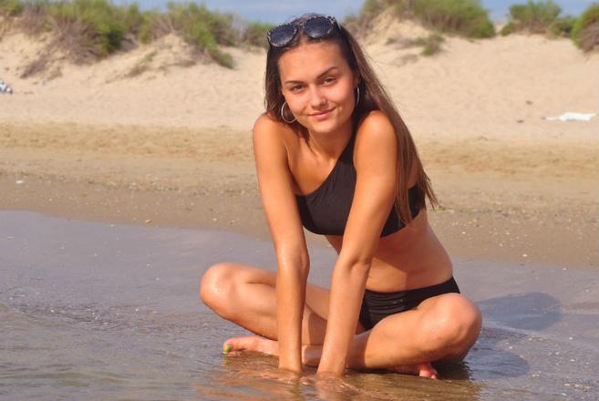девочки в стрингах на море смотреть онлайн