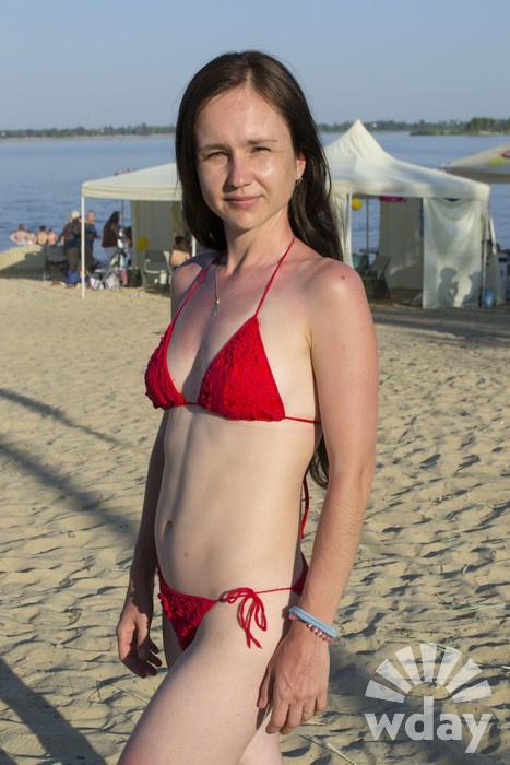 Фото на пляже: девушки в купальниках