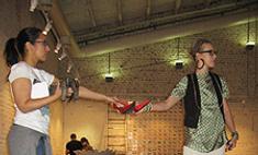 Бартенев сделал инсталляцию из туфелек Собчак