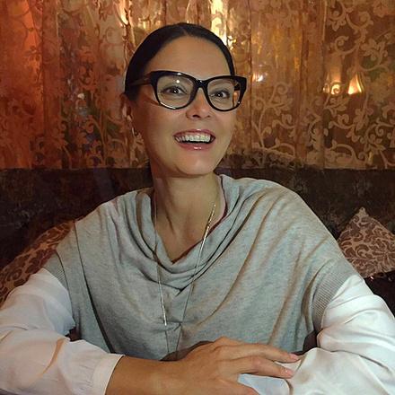 Яна в кафе, фото