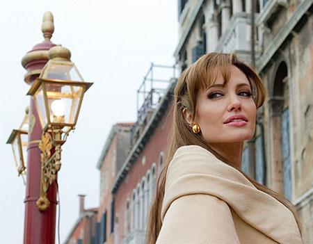 Анджелина Джоли, Турист