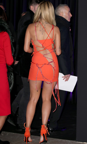Рита Ора в платье Atelier Versace