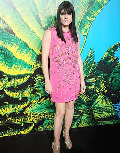Сэльма Блэр (Selma Blair) на презентации коллекции Versace для H&M в Нью-Йорке