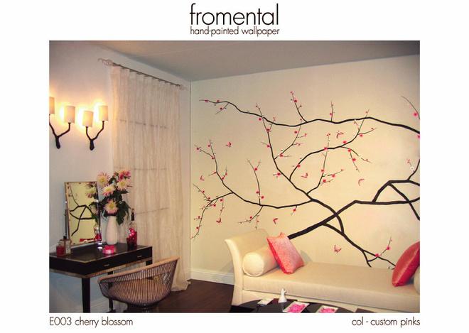Разрисованные и вышитые вручную обои оптимальны и в качестве панно на одной из стен. Коллекция Cherry Blossom (Fromental)