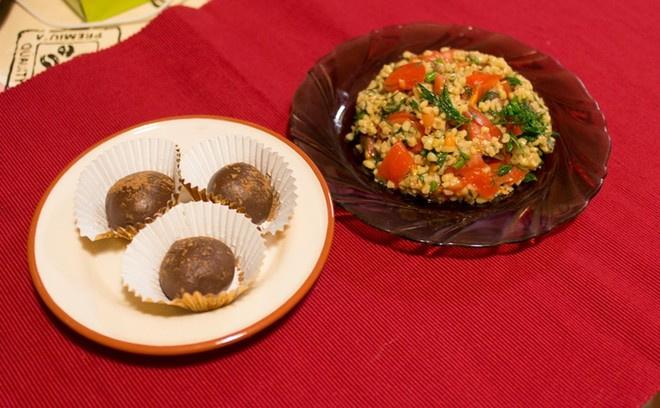 Салат Табуле, пирожные «Картошка»