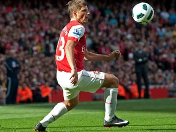 Андрей Аршавин отлично играет за Арсенал