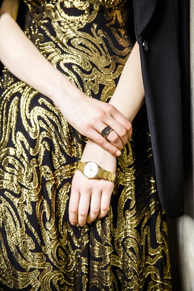 Кольцо, 2 800 руб., часы, 12 100 руб., все — Calvin Klein.
