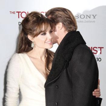 Брэд Питт и Анджелина Джоли на протяжении всего вечера были вместе и никуда друг от друга не отходили.