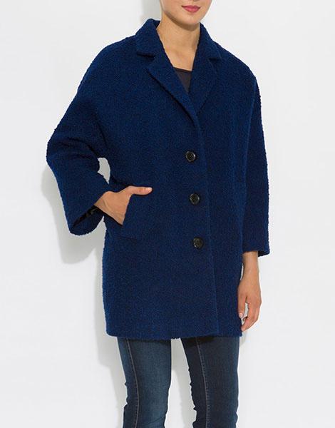 Объемное синее пальто
