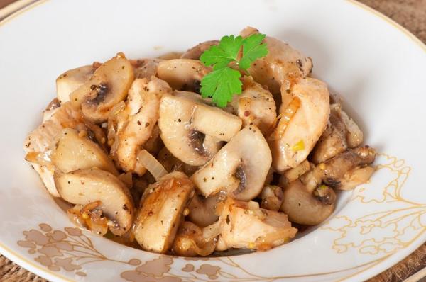 Лук и грибы пожарить
