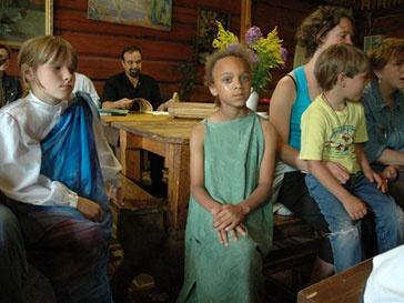 Президент России Дмитрий Медведев поручил правительству заняться детскими домами